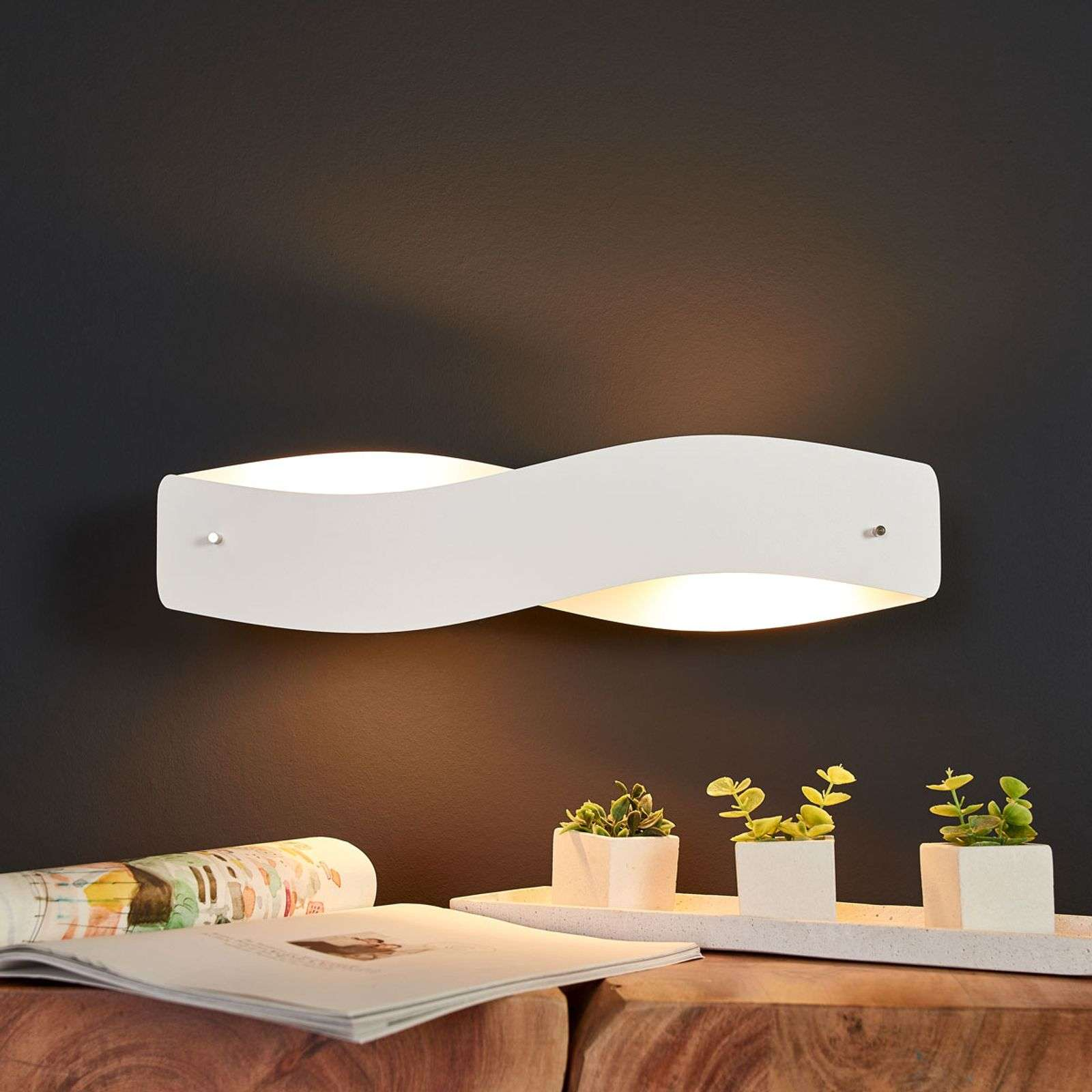 Aplique LED Lian blanco elegante, atenuable